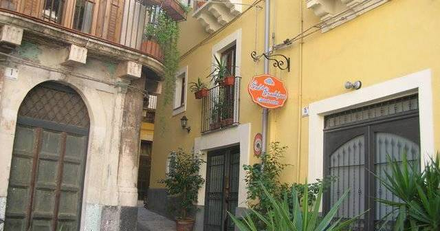 hostel reservations in Catania